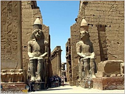 tempel luxor hof ramses ii